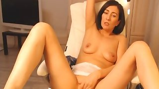 Brunette mature rubbing on webcam.